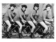 Vliesové fototapety na zeď Ženy na kole | MS-5-0260 | 375x250 cm Fototapety vliesové